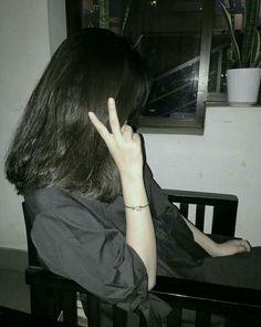 Girl Photo Poses, Girl Photography Poses, Tumblr Photography, Girl Photos, Ulzzang Korean Girl, Cute Korean Girl, Asian Girl, Ulzzang Short Hair, Uzzlang Girl