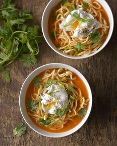 Ostrá polévka se zastřeným vejcem Soup Recipes, Recipies, Cooking Recipes, Healthy Recipes, Quiche, Hcg Diet, Thai Red Curry, Good Food, Food And Drink