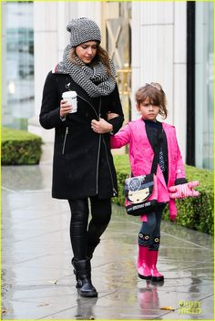 Jessica Alba & Cash Warren: Wet Family Stroll After Thanksgiving! |