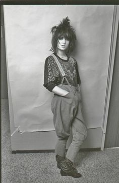 Siouxsie Sioux - imitated by many. her dark punk/goth/female rock chick edge has… Hipster Grunge, Grunge Goth, 80s Goth, Siouxsie Sioux, Siouxsie & The Banshees, New Wave, Vintage Goth, Vintage Woman, Vintage Bohemian