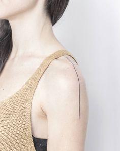 Line Tattoo Arm, Straight Line Tattoo, Back Tattoo, Discreet Tattoos For Women, Minimal Tattoo, Symbolic Tattoos, Body Modifications, Shoulder Tattoo, Tatting