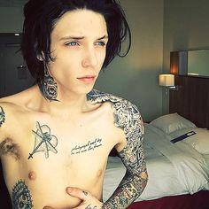 Andy Biersack looking absolutely perfect
