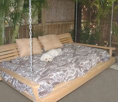 @Sandra Pendle Vanderbeck Heyrich Maddox Another porch bed!