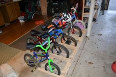 Bikes were all over the garage. We needed a simple bike rack that took up little space and held five child sized bikes. My husband designed his own. Find out how to make your own garage bike rack! Garage Organization, Garage Storage, Do It Yourself Garage, Garage Apartment Floor Plans, Garage Apartments, Bike Parking Rack, Diy Bike Rack, Range Velo, Garage Cabinets
