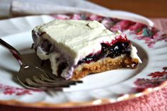 blueberry cheesecake | Blueberry cheesecake squares - Blueberries sandwiched between a thin ...