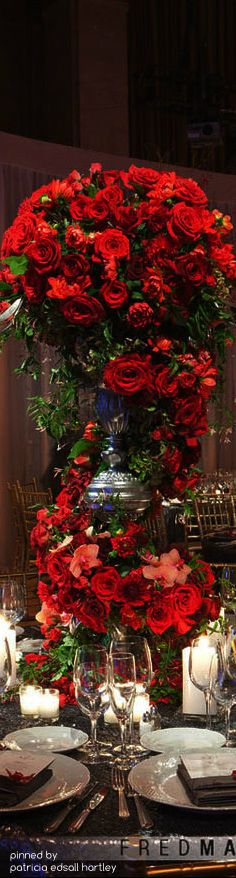 15 Unique Ways to Use Red Roses in Your Wedding Red Wedding, Wedding Flowers, Wedding Bells, Elegant Wedding, Christmas Table Settings, Beautiful Roses, Christmas Wedding, Red Roses, Floral Arrangements