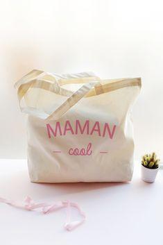 Sac shopping Maman Cool, à personnaliser en choisissant la couleur de l'impression. Call Me Madame, Marie, Impression, Container, Parfait, Wedding Ideas, Daughter, Unique Weddings