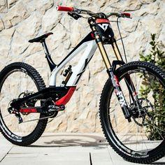 New bmx bike awesome ideas Mtb Enduro, E Mtb, Mountain Biking, Best Mountain Bikes, Downhill Bike, Mtb Bike, Bike Wallpaper, New Electric Bike, Dirt Bike Helmets