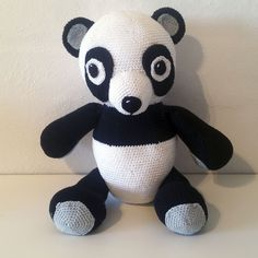 Hæklet Panda | 100% bomuld. Kan maskinvaskes ved 60 grader. Nuancer er sort, hvid & grå . Er udstyret med bevægelige ben, som gør at Pandaen kan både stå og sidde. Højde 33 cm og med hæklede øjne, ører, næse og hale. Denne Panda er en rigtig god gave til alle, som gerne vil have en bamse i mange år. Nuancer, Gave, Ben, Aalborg, Bomuld, Two Hands, Panda, Hello Kitty, Fictional Characters