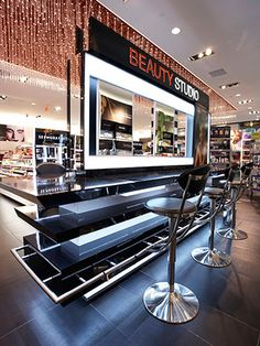 Mall Hopper: Sephora opens in Malibu Cosmetic Display, Cosmetic Shop, Cosmetic Stores, Makeup Display, Pharmacy Design, Retail Design, Display Design, Store Design, Makeup Boutique