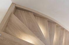 Eiken houten trap met trapverlichting. Mooi detail toch deze Ledverlichting?