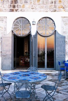 This beautiful Mediterranean villa is dating back to 1800s and is located in the highest part of the island of Ponza in Italy. The owner, Anna Fendi decided that the house should keep it's old name...