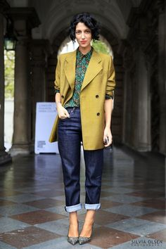 """silviaolsen: """" LONDON FASHION WEEK … YASMIN SEWELL Fashion consultant Yasmin Sewell is an expert at mannish elegance. Here she has teamed her printed MiuMiu blouse with a mustard coat, loose jeans by 'Made in Heaven' and Rupert Sanderson graphic. Modest Fashion, Fashion Outfits, Fashion Trends, Net Fashion, Fashion Top, School Fashion, Fashion 2018, Fashion Styles, Estilo Casual Chic"""