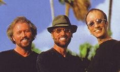 Bee Gees Fotos Anos 90   1991  Center Stage 1993  1993  July 1993 – Street at Covent Garden channel 4  25th Annual Songwriters Hall of Fame Awards Dinner a…