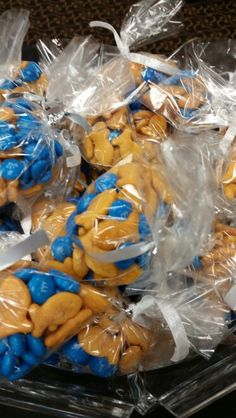 Swim treats you could fill a water bottle with this mix Swim Team Party, Swim Team Gifts, Swim Mom, Swim Team Mom, Team Dinner, Team Snacks, Gifts For Swimmers, Swim School, Swimming Diving