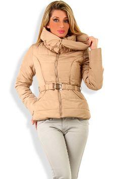 Abbigliamento da Donna  http://www.abbigliamentodadonna.it/giubbotto-corto-trendy-alla-moda-p-1057.html  Cod.Art.001121 - Giubbotto corto trendy alla moda, modello imbottito molto caldo, ideale per gli inverni piu' freddi, per la montagna o per la citta', con look casual o ricercato anche jeans, per non rinunciare a essere elegante anche con la neve.