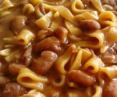 Tipicamente invernale la pasta e fagioli è una ricetta popolare del veneto, arricchita con carne e patate.