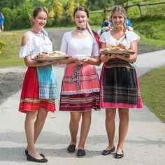 Naše krásne devy s dobrôtkami  radosť a #praveslovenske od @foto_studio_tomas