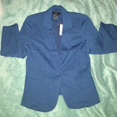 NWT Forever 21 Blazer Never worn, brand new! Sleeves are 3/4. Feels surprisingly well made for forever 21. Structured and all that. Has two pockets on side. Single button closure. Just didn't fit me! Forever 21 Jackets & Coats Blazers