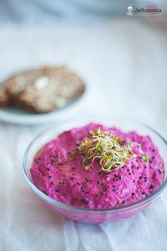 Hummus z burakiem » Jadłonomia · wegańskie przepisy nie tylko dla wegan
