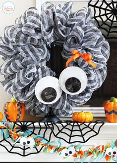 Giant Googly Eye Halloween Wreath Fun Halloween Mantel
