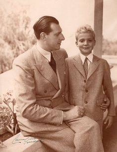 Juan de Borbón y su hijo Juan Carlos.. https://scandallos.wordpress.com/2015/08/06/cuando-el-abuelo-del-rey-se-unio-a-franco-en-la-guerra-civil/