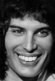 Freddie Mercury Tattoo, Queen Freddie Mercury, I Want Him Back, A Kind Of Magic, Queen Photos, Somebody To Love, John Deacon, Rock Legends, Gorgeous Men