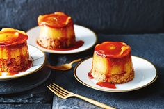 Combining the flavours of an apple pie and a dessert favourite, creme caramel these cakes are the perfect ending to a dinner party. Winter Desserts, Apple Desserts, Easy Desserts, Delicious Desserts, Apple Cakes, Small Desserts, Mini Desserts, Sweet Desserts, Apple Recipes