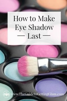 Makeup tip: Want to know how to make eye shadow last? Learn this quick makeup artist secret that will keep your eyeshadow on all day long. Prom Makeup Looks, Fall Makeup Looks, Bridal Makeup Looks, Day Makeup, Makeup Ideas, Night Makeup, Makeup Hacks, Hazel Eye Makeup, Smoky Eye Makeup