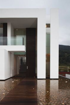 Sustainable House Integrating Well-Defined Volumes by Almazán Arquitectos