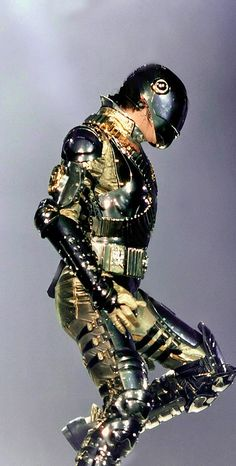 Michael J Jackson💛 l love you most…💛 Michael Jackson Bad Era, Janet Jackson, Gold Pants, King Of Music, Jackson Family, The Jacksons, Inspirational Celebrities, American Singers, Punk