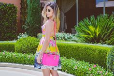 ThassiaNaves. Neon pink purse