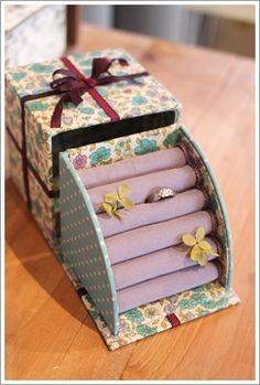 カルトナージュ : カルトナージュ ノート Origami And Quilling, Origami Box, Diy Gift Box, Diy Box, Cardboard Crafts, Paper Crafts, Craft Gifts, Diy Gifts, Fabric Covered Boxes