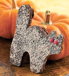 Fudgy Cats. Recipe + more Halloween ideas: http://www.midwestliving.com/food/holiday/easy-halloween-sweets-snacks/page/2/0