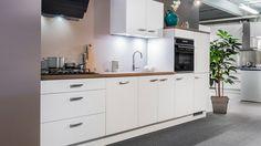 Keukenloods.nl - Kristal Wit. Rechte keuken met kunststof werkblad en ...
