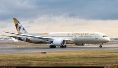 Etihad Airways A6-BLR..