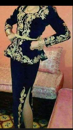 Fashion Wear, Hijab Fashion, Fashion Dresses, African Fashion, Indian Fashion, Hijab Stile, Arabic Dress, Edwardian Dress, Designs For Dresses