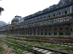 The 38 Most Haunted Abandoned Places on Earth - Canfranc Rail Station, Spain Once a busy international link between Spain and France an accident in 1970 destroyed a nearby bridge ending the link between the two countries. Abandoned Buildings, Abandoned Property, Abandoned Train, Abandoned Mansions, Old Buildings, Abandoned Places, Most Haunted, Haunted Places, Places Around The World