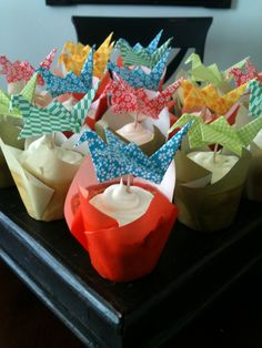 Cupcakes w parchment papers and origami birds