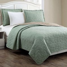 New-3-Piece-Bedding-Quilt-Set-Assorted-Patterns-and-Sizes...a nice complementary colour