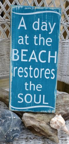 A Day At The Beach Restores The Soul, Beach Decor, Handpainted (No Vinyl) Reclaimed Beach Wood Sign via Etsy Quiero ir a la playa.