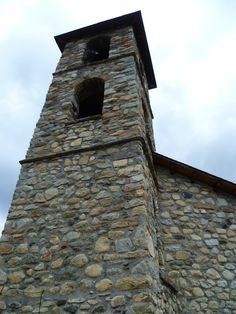 La bella población de Cerler está considerada como la de mayor altura de Pirineo aragonés, Huesca. En la actualidad cuenta con gran afluencia de turistas. #historia #turismo http://www.rutasconhistoria.es/loc/cerler