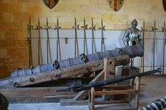 This cannon dates to the 15th century, is 2.35 meters long, a calibre of 18.5 cm, and has a 52cm chamber. Alcázar castle in Segovia, Spain.