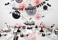 Looking for Halloween party ideas? Why not throw a kid-friendly ghouls and goblins party. Lot of fun Halloween tableware and decor in the online shop. Halloween First Birthday, Casa Halloween, Halloween Tags, Halloween School Treats, Fairy Halloween Costumes, Pink Halloween, Pretty Halloween, Happy Halloween, Halloween Fashion