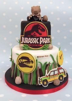 Has' Jurassic Park themed cake www.vintagehousebakery.co.uk