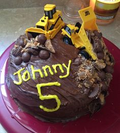 Many dump truck cake ideas for kids and much more dump truck cake ideas for kids pics Party Box, Dump Truck Cakes, Dump Trucks, Bulldozer Cake, Yummy Treats, Sweet Treats, Take The Cake, Diy Cake, Cakes For Boys