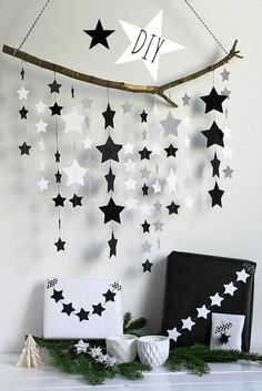 Frollein Pfau: DIY Sternenmobile {Cuchikind Adventskalender} Frollein Pfau: DIY Star Mobile {C Diy And Crafts, Christmas Crafts, Crafts For Kids, Christmas Decorations, Paper Crafts, Birthday Decorations, Diy Star, Decoration Creche, Star Mobile