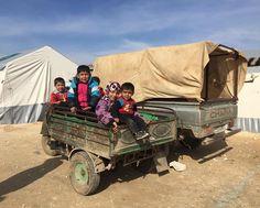 10 bin kişinin yaşadığı Harameyn kampının yetimleri. Gözleri yürekleri gibi pırıl pırıl.  İnsan kendi yakın akrabasını bu yetimlerin yerine koymaya dayanamazken bu çocuklar o hali bizzat yaşıyorlar.  #syria #syrian #syrian_children #vscoturkey #vscografya #vscocam #arabic #arap #suriye #halep #kamp #mülteci #hayatakarken #hayat #yaşam #bestagram by ahmetyasir07 #masiva http://masiva.org