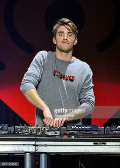 Andrew Taggart Photos - Recording artist Andrew Taggart of The Chainsmokers performs onstage at WiLD FM's Jingle Ball 2016 presented by Capital One at SAP Center on December 2016 in San Jose, California. - WiLD FM's Jingle Ball 2016 - Show The Chainsmokers Wallpaper, Andrew Taggart, Avicii, Prince Charming, Shawn Mendes, Billie Eilish, Dj, Celebs, Singer