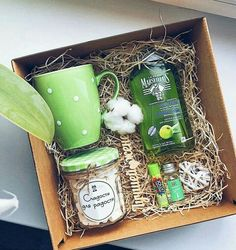 Log in or register to view Green tea bath soak gift box # design # Bikes Christmas Gift Baskets, Christmas Gift Box, Holiday Gifts, Green Gifts, Homemade Gifts, Diy Gifts, Diy Gift Baskets, Basket Gift, Gift Box Design